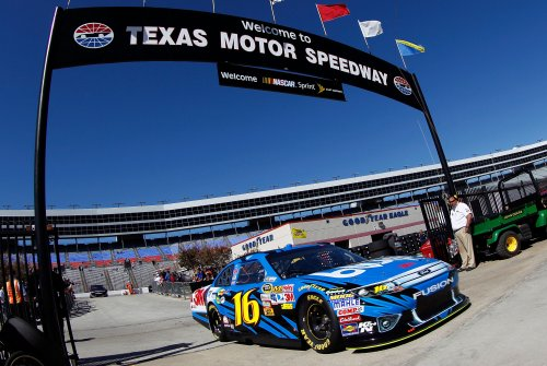 Biffle bumps ragan to score nscs pole at texas for Texas motor speedway drag racing